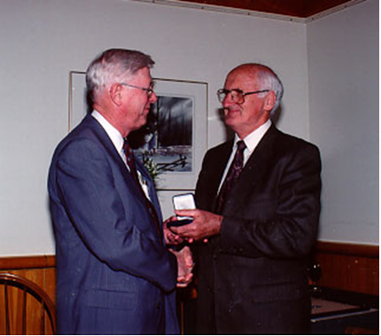 Ron Dunkley (left) receives his Paul Erdös Award  from Peter O'Halloran (Canada, 1994)