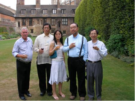 Gareth Griffith (Canada), with Simon Chua (Philippines), Fung Yee Poon (UK), Cheung Pak Hong (Hong Kong) and Sun Wen-Hsien (Taiwan) at Trinity College, Cambridge, 2004.