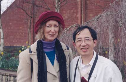 Lois Taylor (Australia) with Wen-Hsien Sun (Taiwan). Melbourne Conference, 2002.